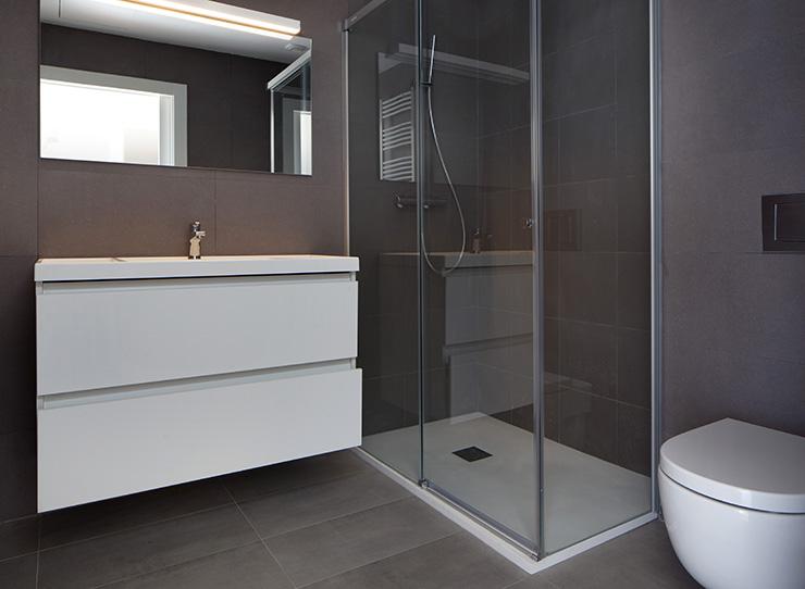 Áticos y pisos en venta obra nueva en Barcelona - Entrega viviendas Aragó 359 - Baño - CASAÁTICO