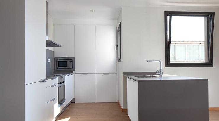 Áticos y pisos en venta obra nueva en Barcelona - Entrega viviendas Aragó 359 - Cocina - CASAÁTICO