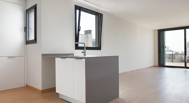 Áticos y pisos en venta obra nueva en Barcelona - Entrega viviendas Aragó 359 - Comedor - CASAÁTICO