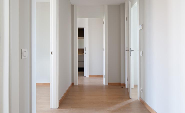 Áticos y pisos en venta obra nueva en Barcelona - Entrega viviendas Aragó 359 - Pasillo - CASAÁTICO